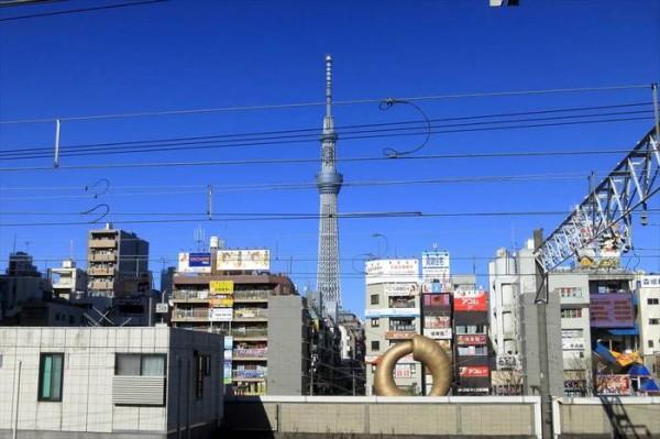 錦糸町駅 ホームから見た東京スカイツリー