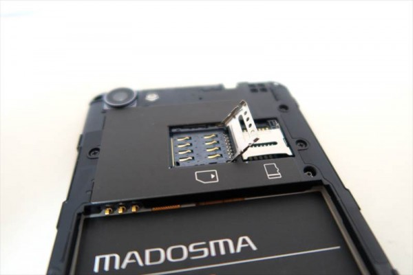 Windows10 mobile スマホ「MADOSMA」