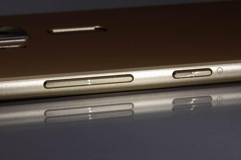 ASUS ZenFone3 Deluxe(ZS570KL)